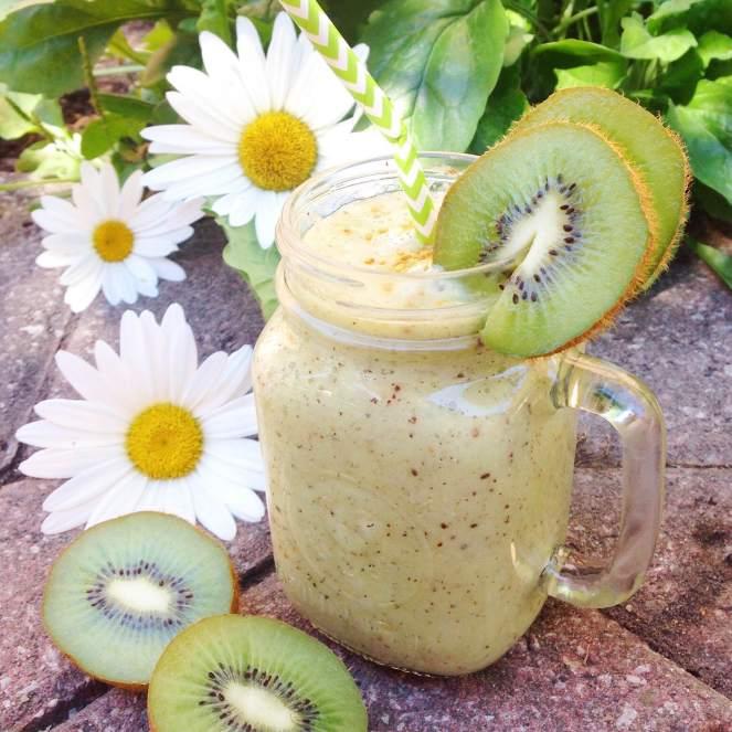 kiwi and banana smoothie.JPG