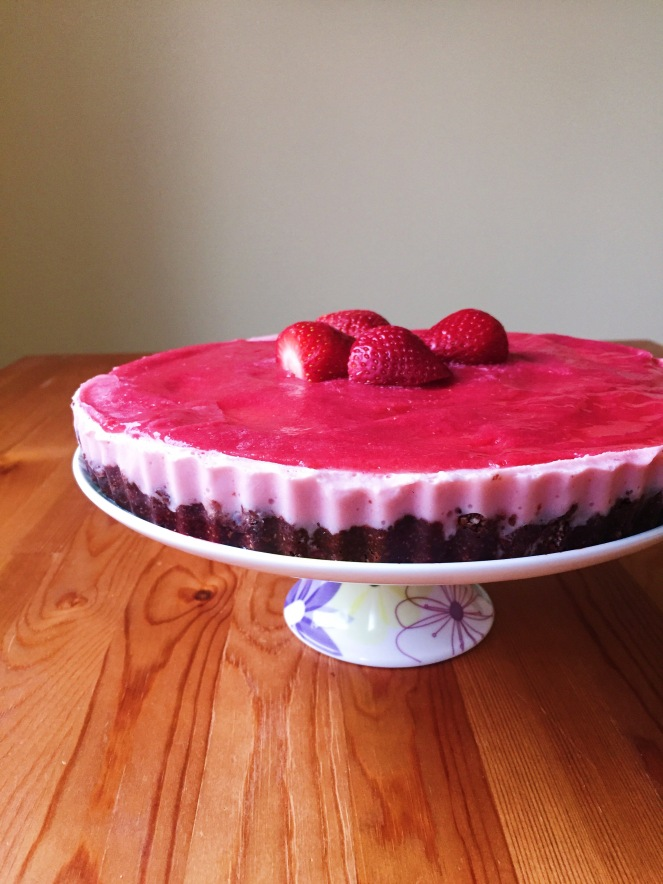raw vegan strawberry oreo cheesecake